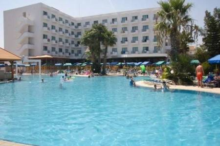 Invia – Antigoni Hotel, Larnaca