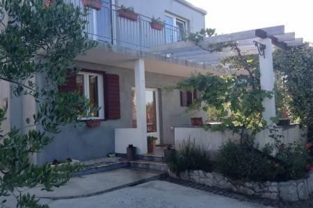 Invia – Apartments Ivana, Murter