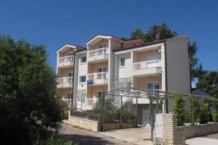 Invia – Apartments Mia,