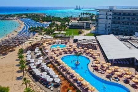 Invia – Asterias Beach, Larnaca