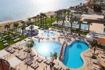 Invia – Constantinos The Great Beach Hotel, Larnaca