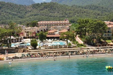 Invia – Crystal Aura Beach Resort & Spa,