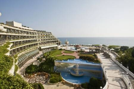 Invia – Crystal Sunrise Queen Resort,