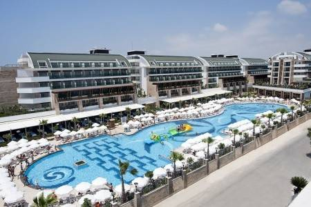Invia – Crystal Waterworld Hotel,