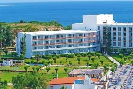 Invia – Eden Roc Resort Hotel & Bungalows,