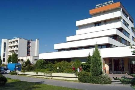 Invia – Hotel Centrál Smrdáky, Západné Slovensko