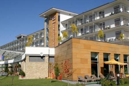 Invia – Hotel Répce Gold, Bükfürdo,