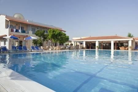 Invia – Lavris Hotel & Spa,