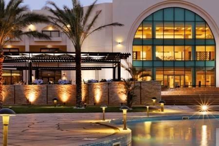 Invia – Mövenpick Resort Soma Bay,