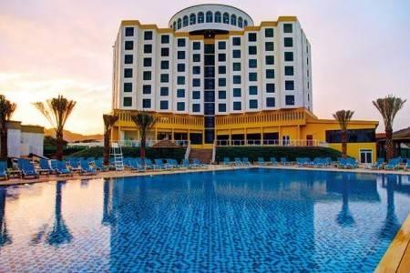 Invia – Oceanic Khorfakkan Resort & Spa,