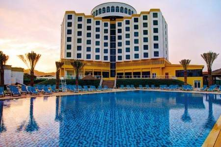 Invia – Oceanic Khorfakkan Resort & Spa, Fujairah