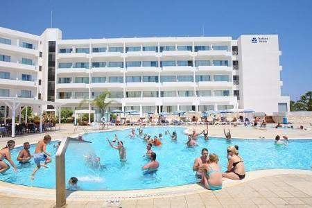 Invia – Odessa Beach Hotel ****, Protaras