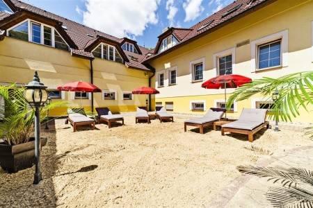 Invia – Parkhotel Na Baračke – Trenčianske Teplice, Trenčianske Teplice