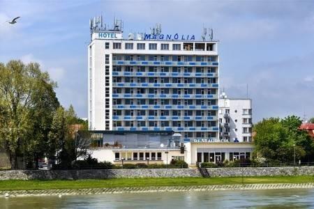Invia – Piešťany – Hotel Magnólia,