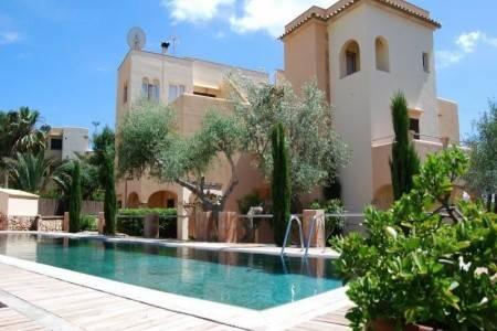 Invia – Playa Ferrera Apartments,
