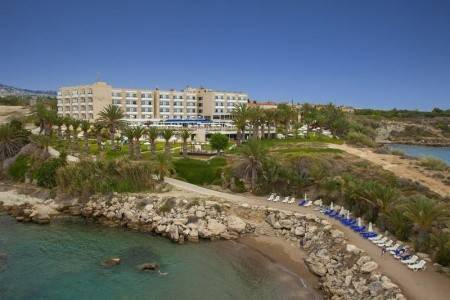 Invia – Queens Bay Hotel, Paphos (Pafos)