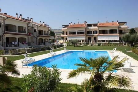 Invia – Rezidenční Komplex Med Resort S Bazénem Cer– Pineto,