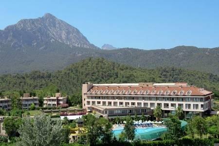 Invia – Sherwood Greenwood Resort Hotel,