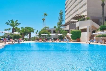 Invia – St. Raphael Resort, Limassol