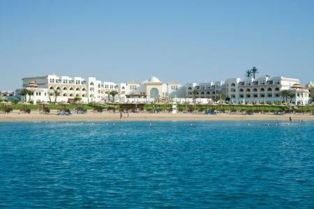 Invia – Old Palace Resort,