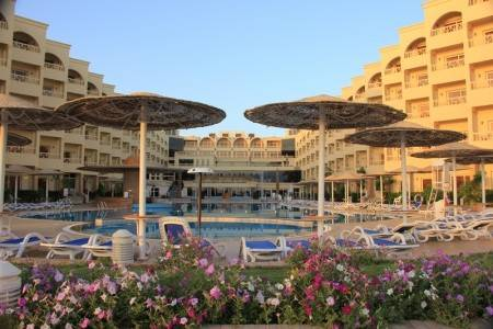 Invia – Amc Royal Hotel, Hurghada