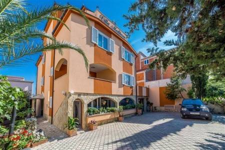 Invia – Apartments Villa Mediteran,