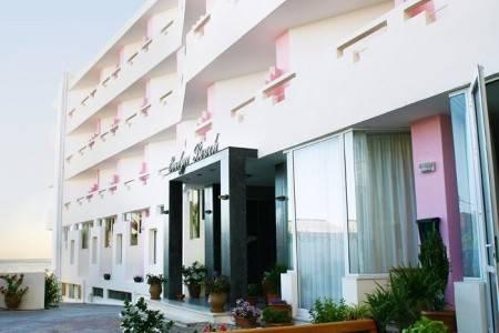 Invia – Evelyn Beach Hotel,