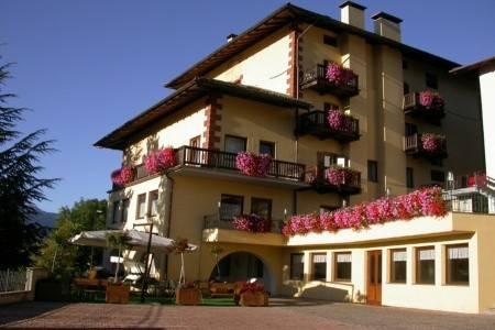 Invia – Hotel Corona*** – Carano, Val di Fiemme/Obereggen