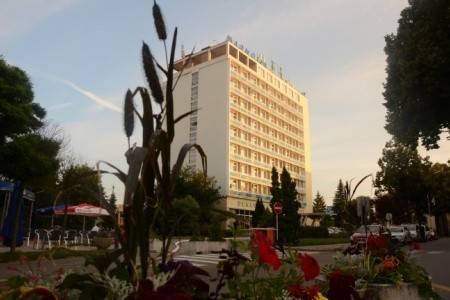 Invia – Hotel Magnólia, Západné Slovensko