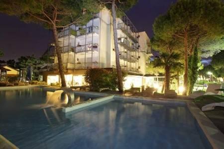 Invia – Hotel Martini S Bazénem Pig- Lignano Pineta,