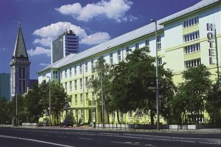 Invia – Hotel Millennium, Budapešť