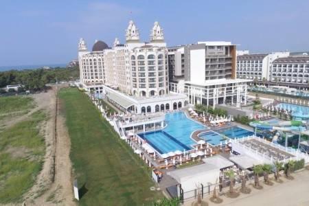 Invia – J'adore Deluxe Hotel Resort,