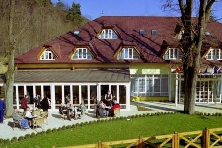 Invia – Parkhotel Na Baračke, Trenčianske Teplice