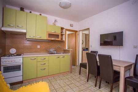 Invia – Apartments Banić,