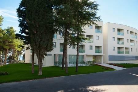 Invia – Hotel Iris Crvena Luka, Biograd Na Moru