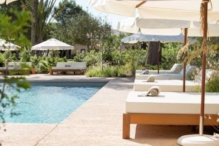 Invia – Fontsanta Hotel Thermal & Spa,