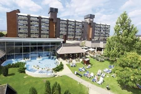 Invia – Health Spa Hotel Bük, Západ od Dunaja