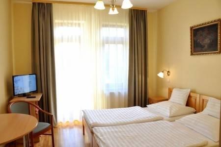 Invia – Hotel Ametiszt,