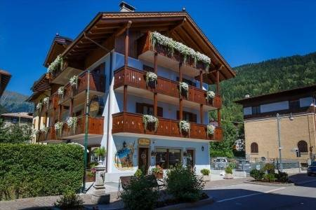 Invia – Hotel Villa Lucin, Madonna di Campiglio / Pinzolo