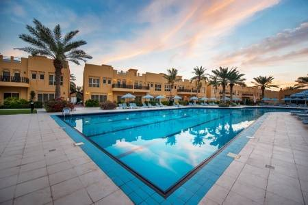 Invia – Al Hamra Village Golf & Beach Resort 4*,