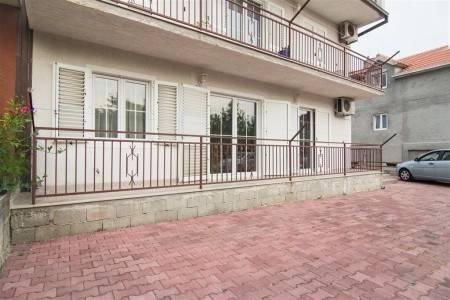 Invia – Apartment Marko / Three Bedrooms A1,