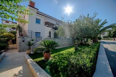 Invia – Apartments Lavizatic,