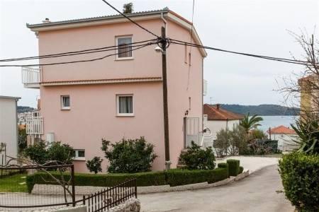 Invia – Apartments Perka,