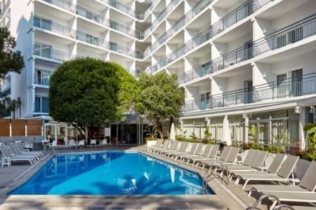 Invia – Gran Hotel Flamingo,
