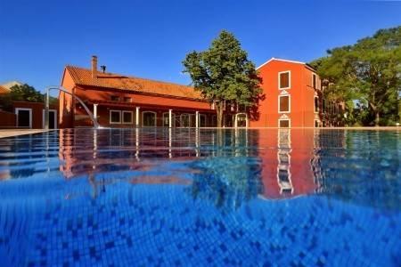 Invia – Hotel Villa Donat,