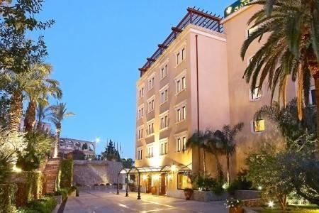 Invia – San Pietro Grand Hotel,