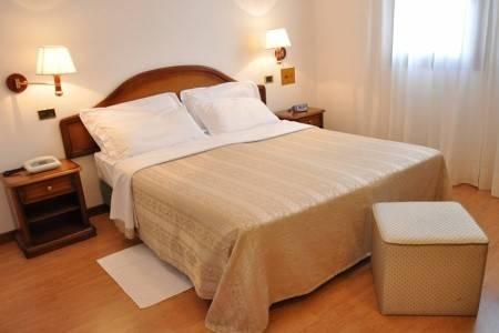 Invia – Villa Pace Park Hotel Bolognese**** – Frescada – Treviso,