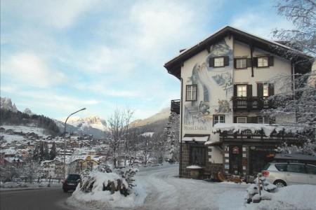 Invia – Hotel Monti Pallidi, Val di Fassa e Carezza
