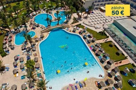 Invia – Houda Golf & Beach,