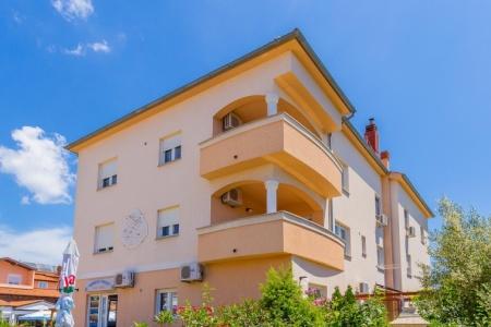 Invia – Apartments Eight,